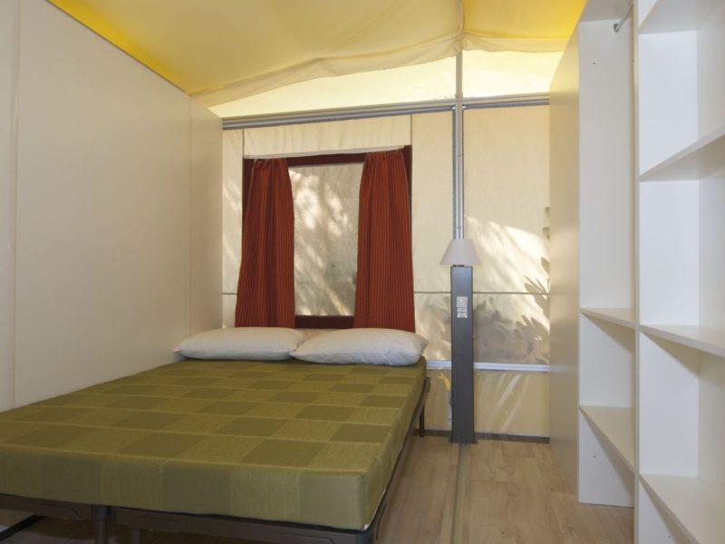 Camp2Relax Lodgetent slaapkamer