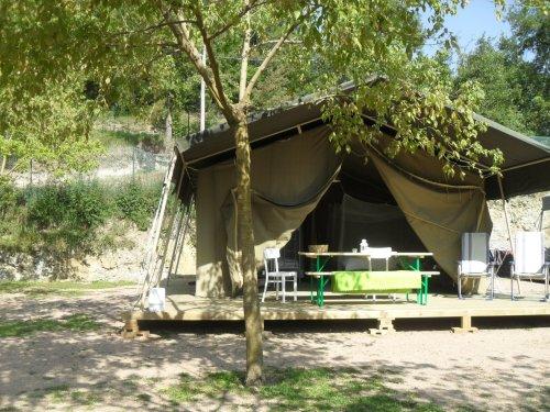 Een Tendi Safaritent op Rupit