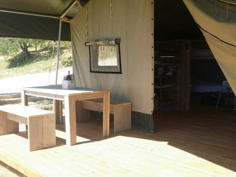 Terras safaritent - Agricamping Romita, glamping.nl