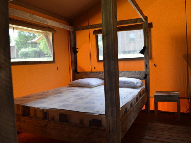 slaapkamer safaritent woody glamping