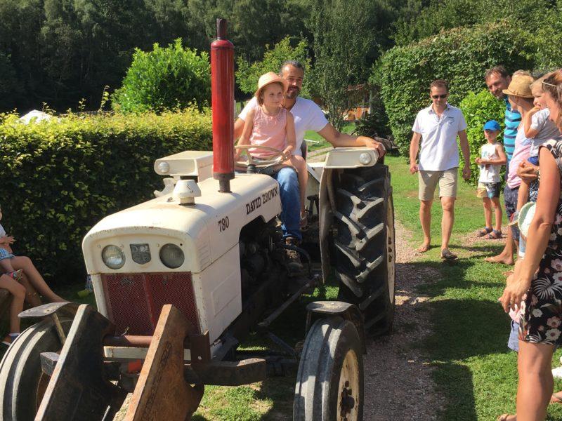 Traktor ritjes Morvan Rustique, glamping.nl