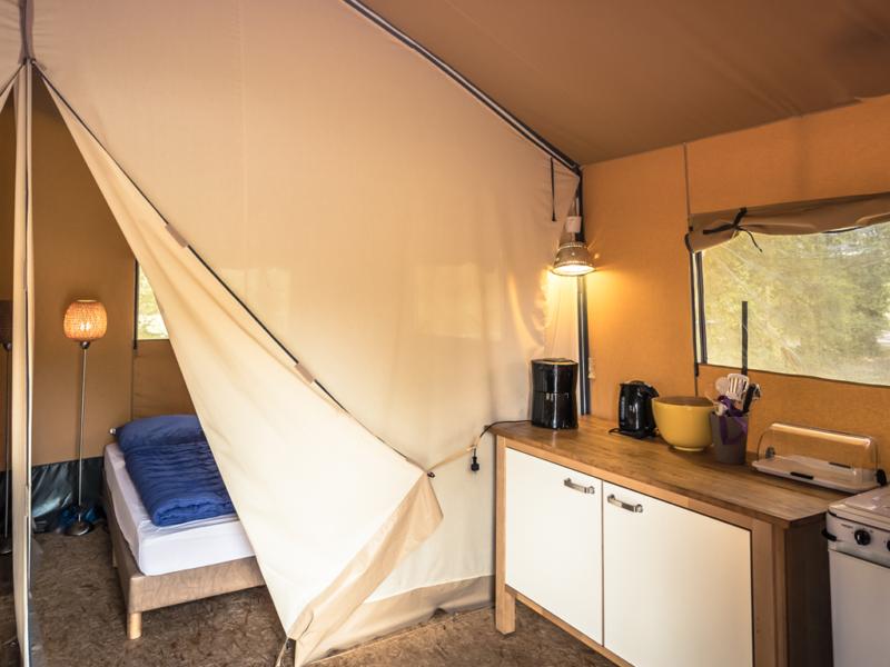 Keuken safaritent - Glamping De Luttenberg