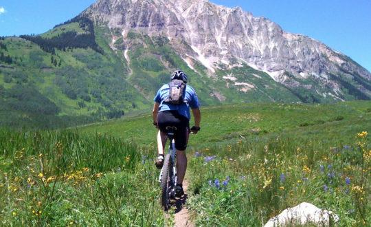 De mooiste eenvoudige fietstochten in de Franse bergen