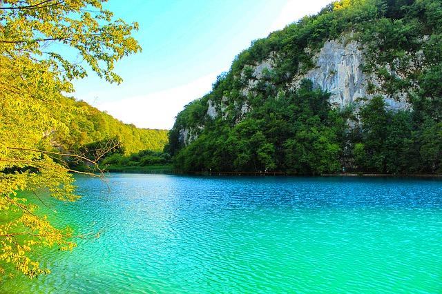 lake-1272681_640