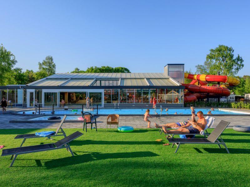 Zwembaden + glijbaan - Ackersate, glamping.nl