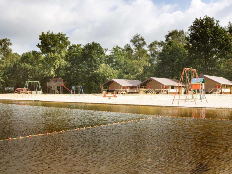 Het Dierenbos, Lodgetenten aan het meer