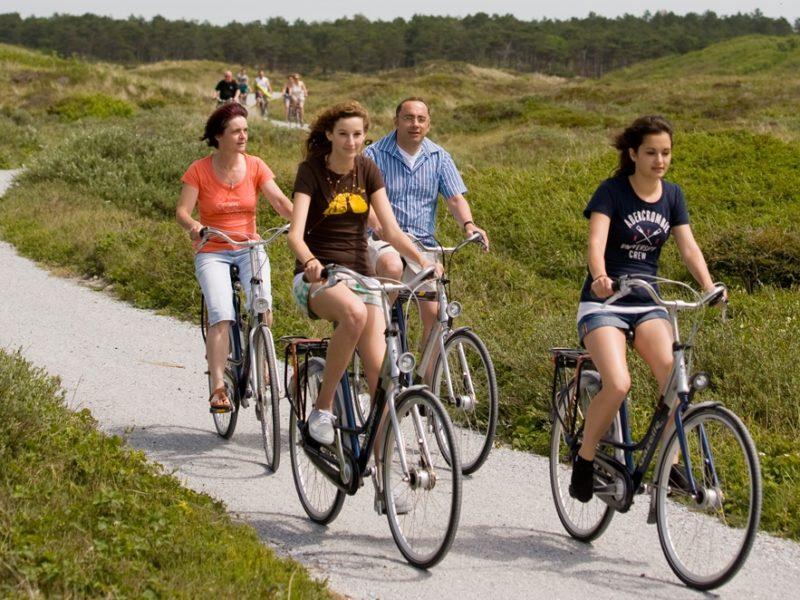 Glamping - Vakantiepark De Krim - fietsen in de duinen