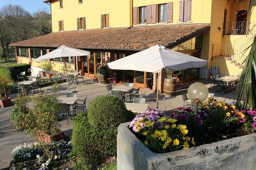 Agriturismo Le Sorgive e Le Volpi terras bij restaurant