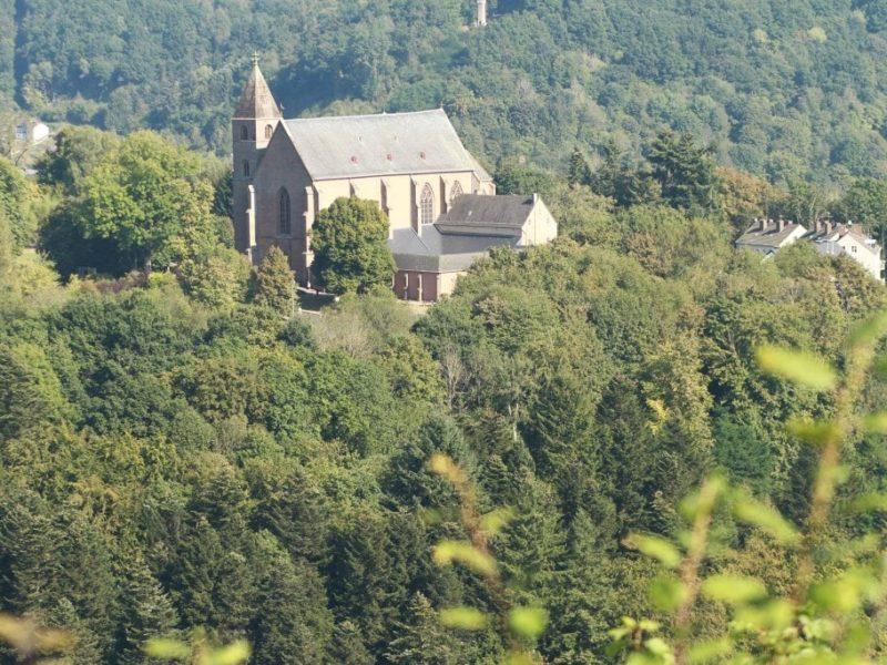Camping in de Eifel in Duitsland Camp Kyllburg uitzicht op een dorpje