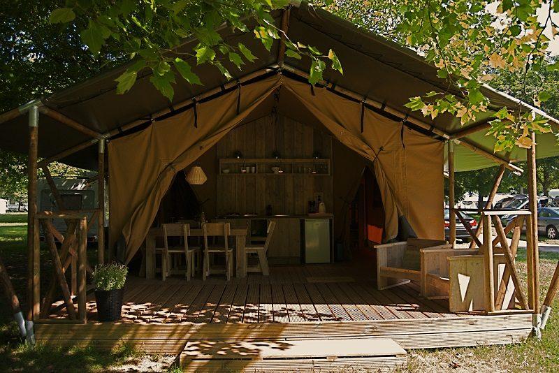 Binnenkijken in een safaritent op Mountain Network Ardennen