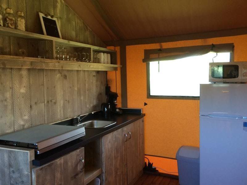 Keuken safarilodge - RCN La Ferme Du Latois, Glamping.nl