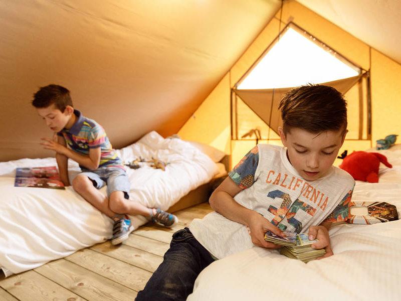 Slaapkamer 2 tentlodge- RCN de Flaasbloem, Glamping.nl