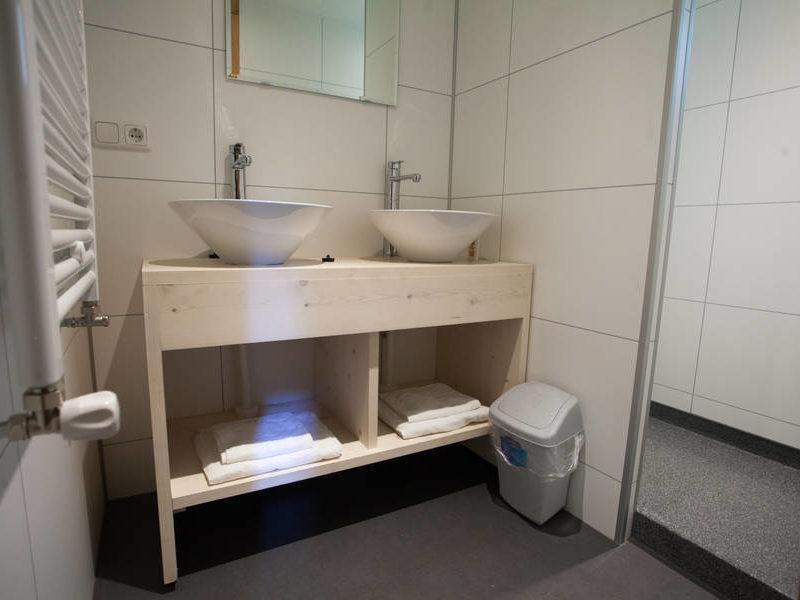 Badkamer heidelodge - RCN de Noordster, Glamping.nl