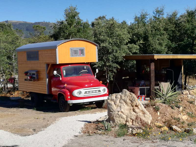 Casa Cantiga glamping in een rode camper Glamping in Portugal