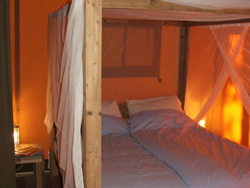 Slaapkamer safaritent - RCN Les Collines de Castellane, glamping.nl