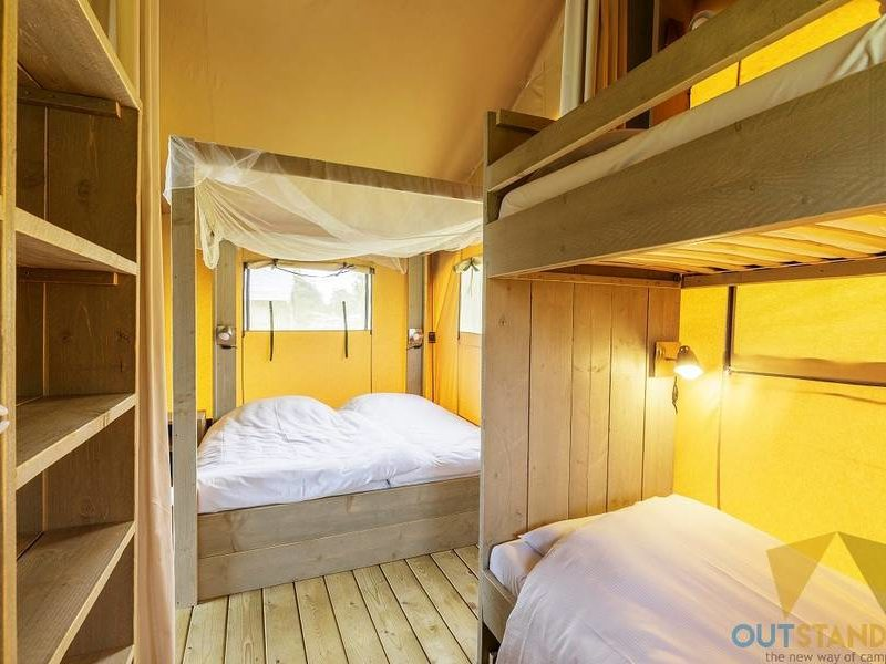 Slaapkamer safaritent - RCN Het grote bos, Glamping.nl