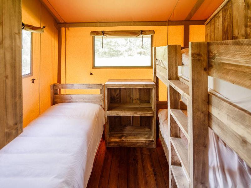 Slaapkamer safaritent - RCN de Roggeberg, Glamping.nl