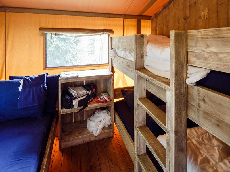 Slaapkamer 2 safaritent- RCN Zeewolde, glamping.nl