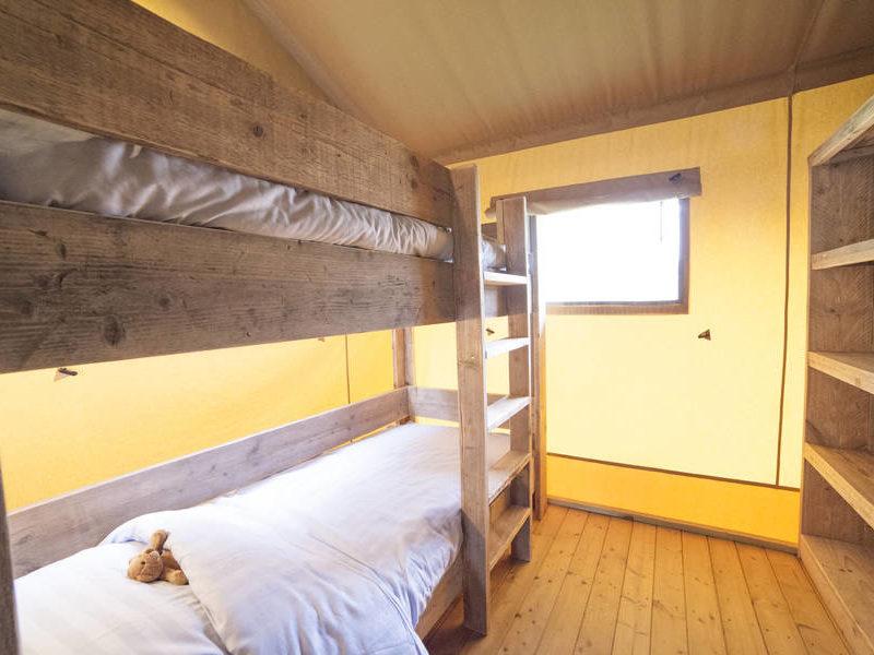Slaapkamer safarilodge - Le Moulin de la Pique, glamping.nl