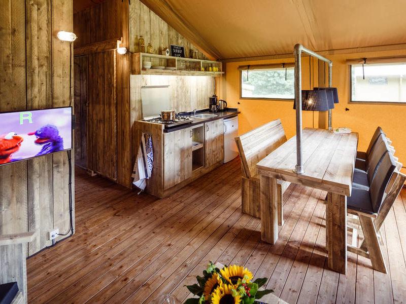 Inrichting safaritent - RCN de Roggeberg, Glamping.nl