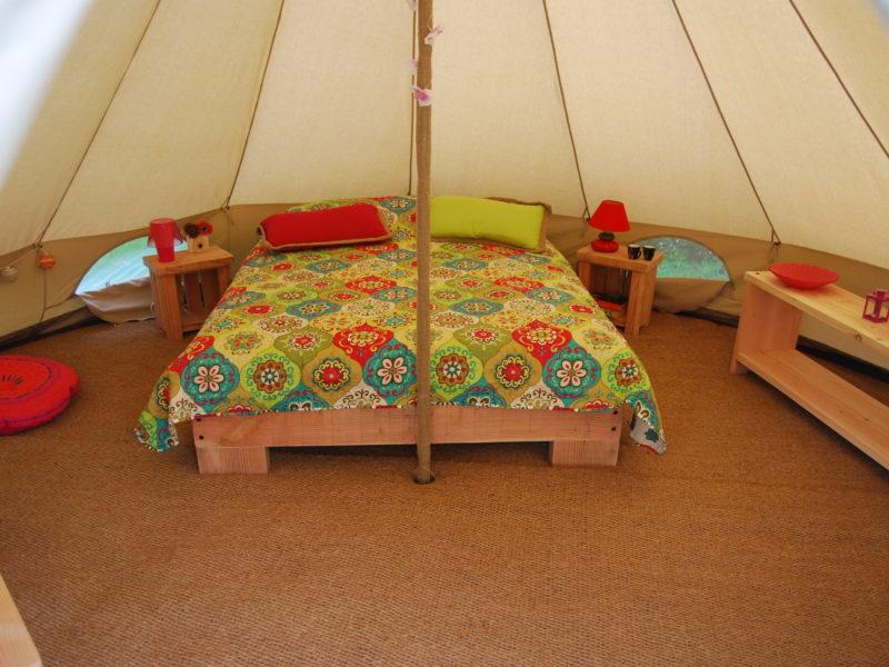Kinda Kamping - Glamping - Bell tent slaapkamer