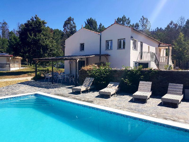 Quinta do Castanheiro - Glamping - centraal zwembad en terras