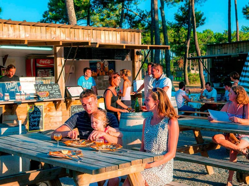 Glamping - Atlantic club montalive - eettentjes op de camping