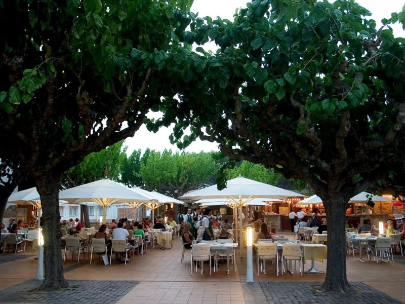 Glamping - Cypselsa - eten op het terras