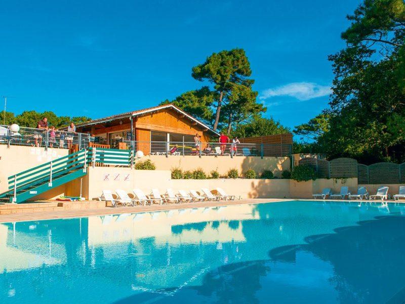 Glamping - De La Forêt - zwembad op de camping