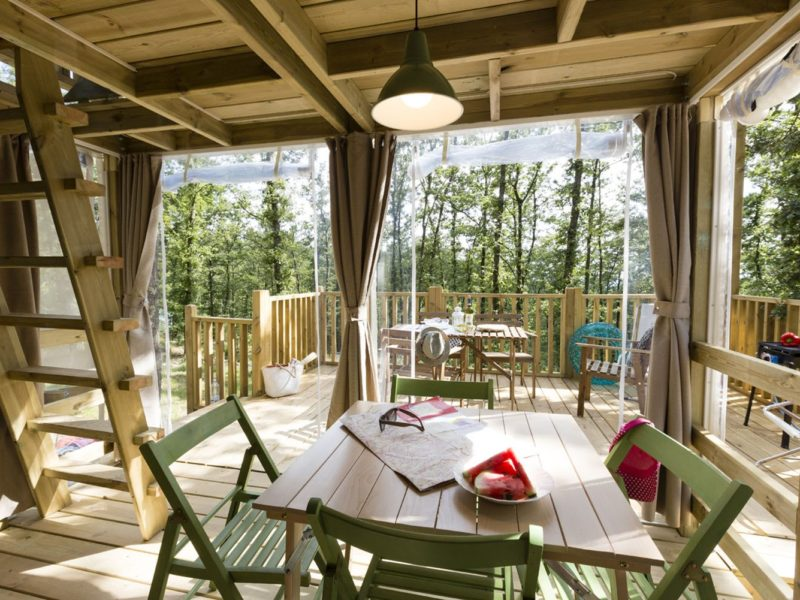 Glamping - Domeine de Chaussy - terras airlodge