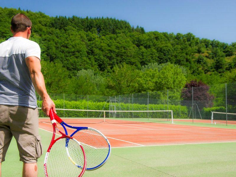 Glamping - La Boissiere -Tennissen op de camping