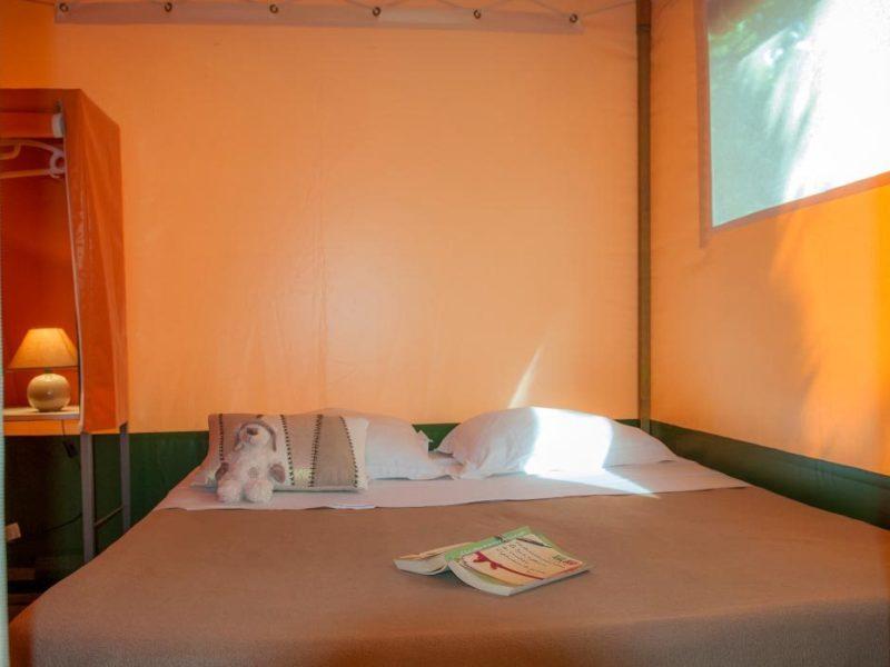 Glamping - La Boissiere - slaapkamer lodgetent
