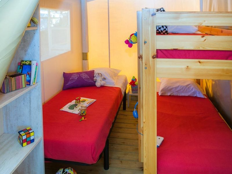 Glamping - le bois de pleuven - slaapkamer ecolodge