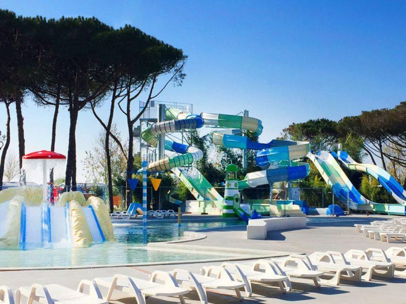 Glamping - Le Castellas - zwembad met glijbanen