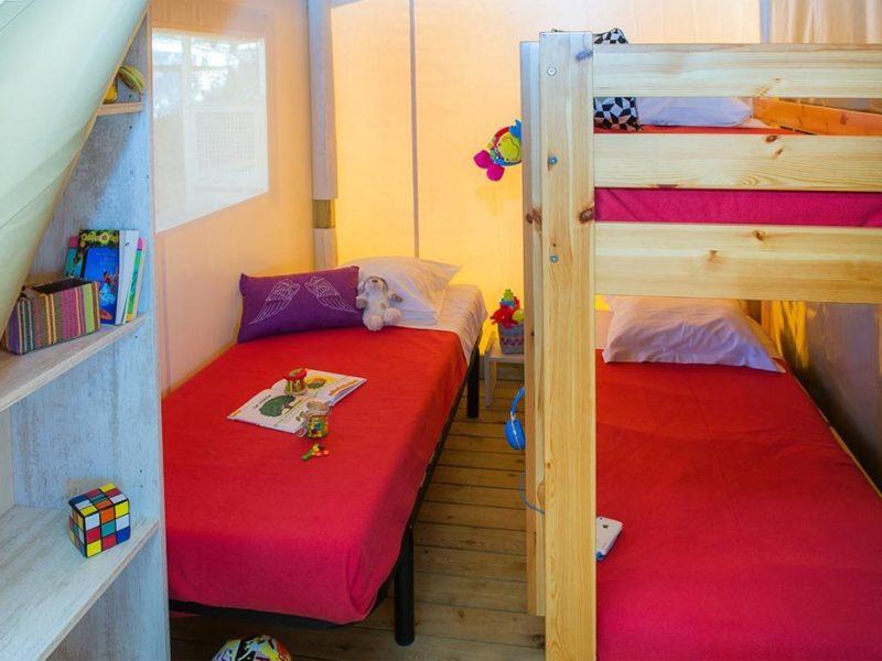 Glamping - Le Mas - slaapkamer in de ecolodge