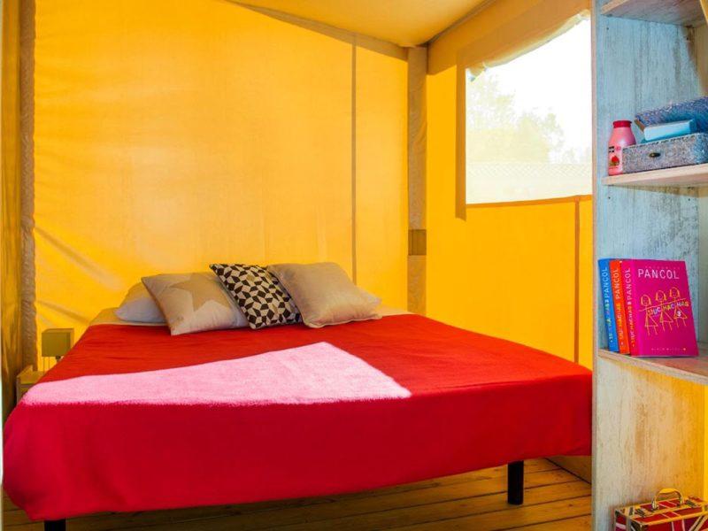 Glamping - Rieumontagné - slaapkamer ecolodge