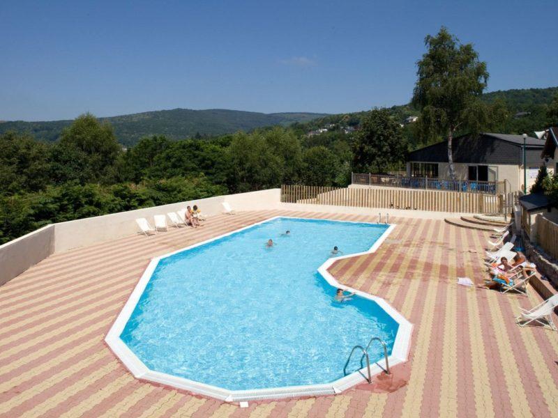 Glamping - Rieumontagné - zwembad op de camping