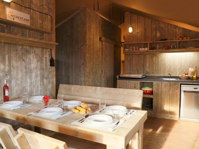 Mon Perin - Safaritent Deluxe keuken - Glamping