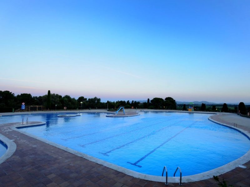 Castell Montgri - zwembad - Glamping