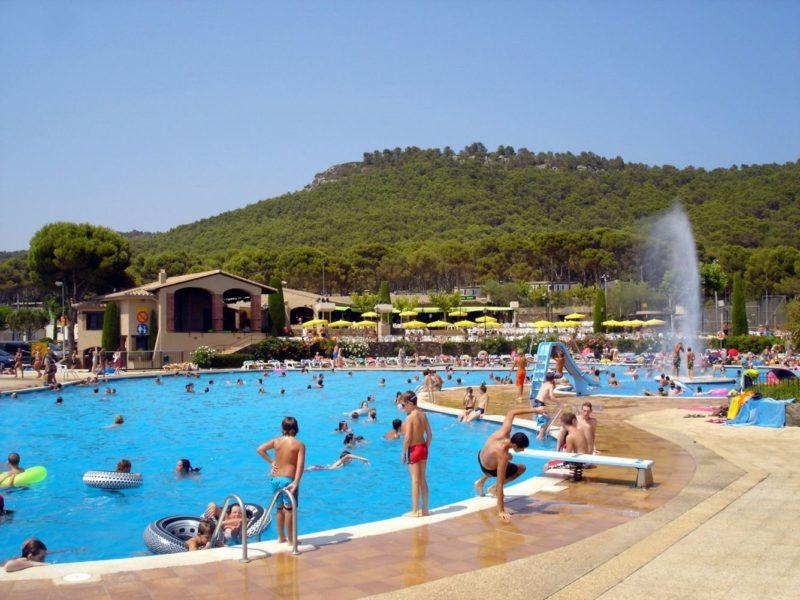 Castell Montgri - zwembad met uitzicht - Glamping