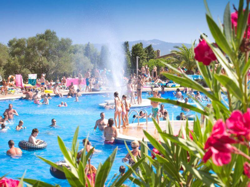 Castell Montgri - zwembad met tuin - Glamping
