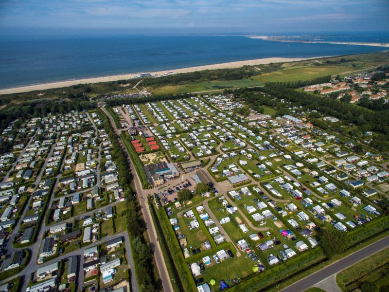 Aanzicht camping International - Glamping