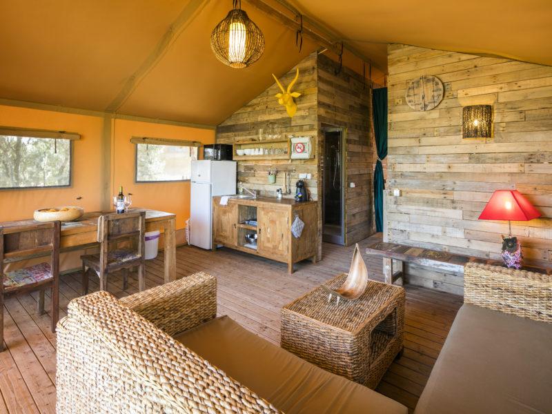 Woonkamer + keuken glamping tent - Casa Tuia, glamping.nl