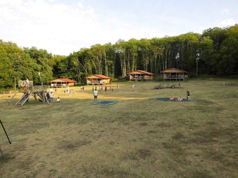 Safarilodges - accommodatie, speelveld kinderen, Vakantiepark Platus, glamping.nl