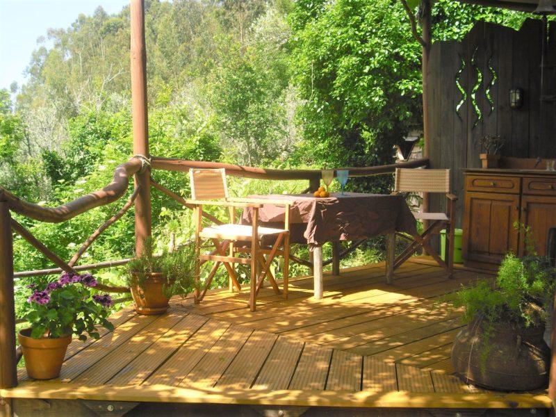 Terras Yurt accommodatie - O Homem Verde, glamping.nl