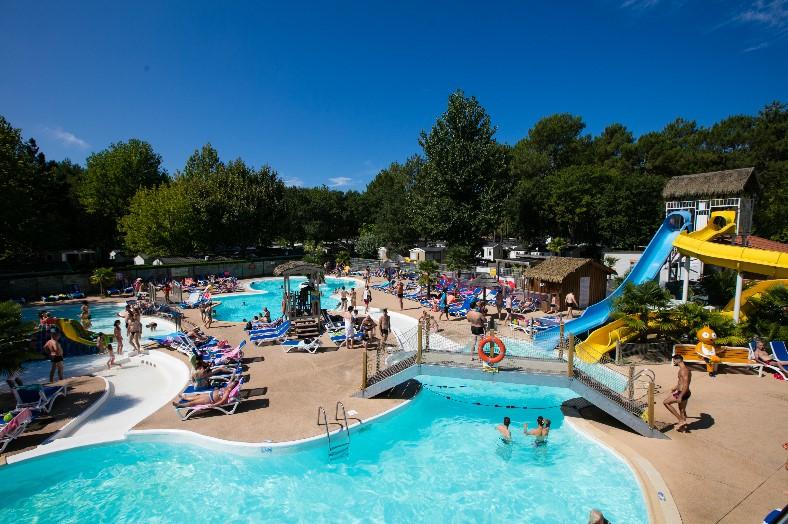 Zwembad + glijbanen - Lou Pignada, glamping.nl