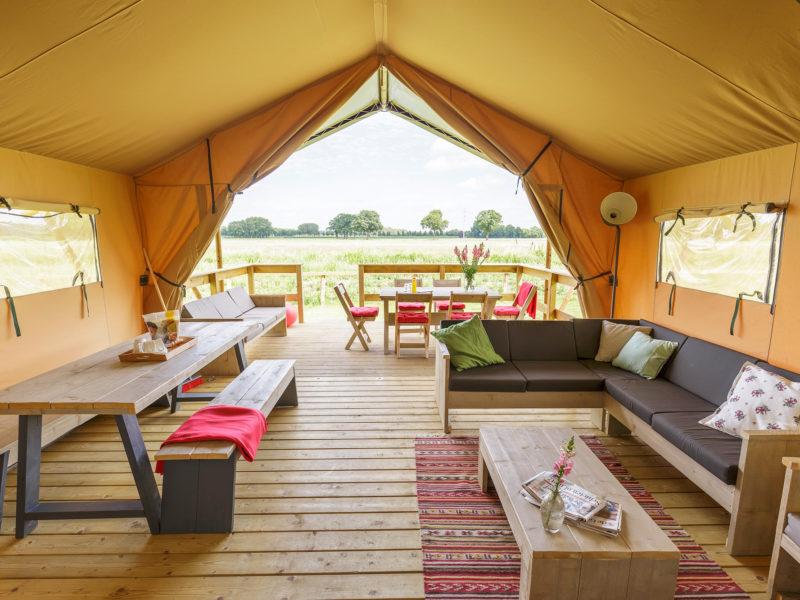 Inrichting lodgetent - Vakantiepark de Twee Bruggen, glamping.nl
