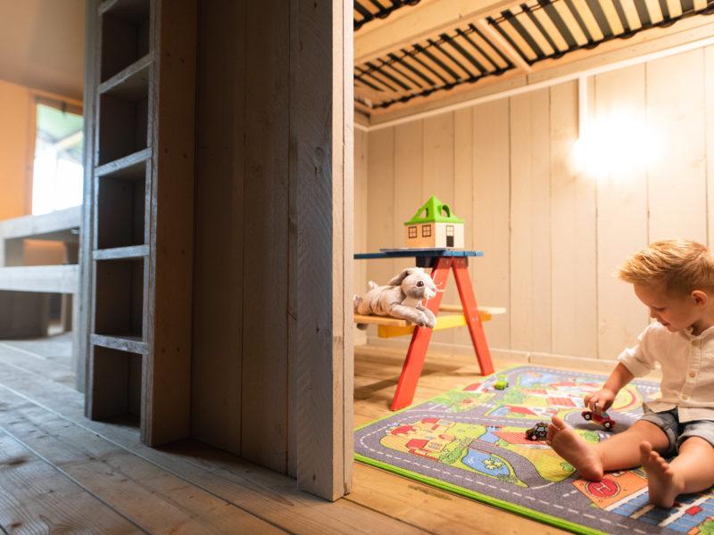 Safaritent cottage - speelruimte, Weerd's hertenboerderij, glamping.nl