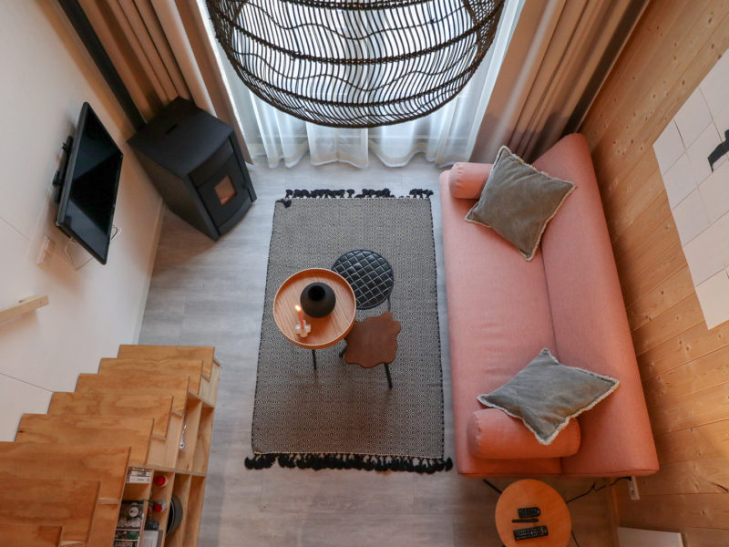 Woonkamer tiny house - DroomPark de Zanding, glamping.nl