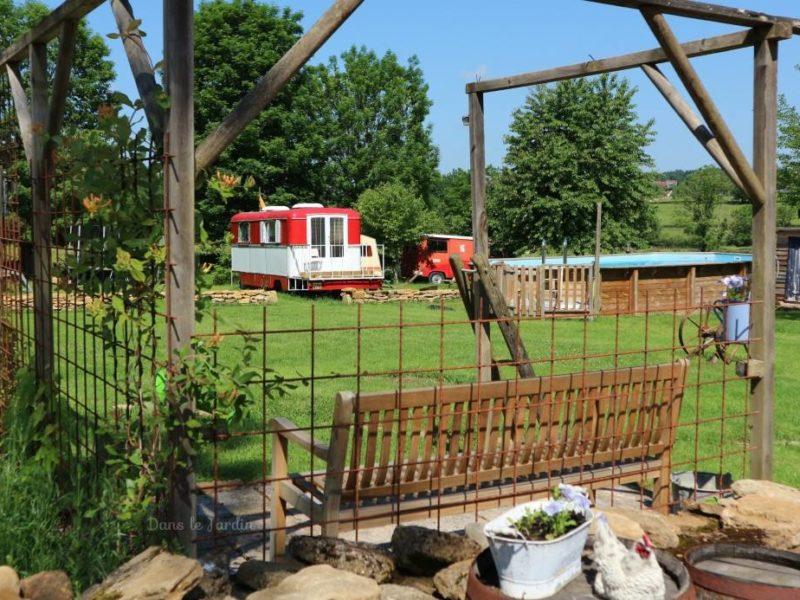 Tuin van huuraccommodatie kermiswagen - Dans le Jardin, glamping.nl